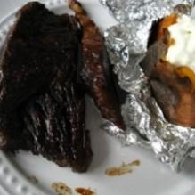 Högrev i lingonglaze och glödbakad sötpotatis med fetaoströra