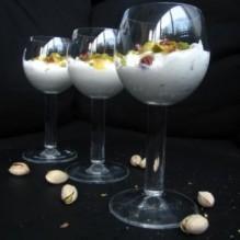 Kardemummayoghurt med pistagekross