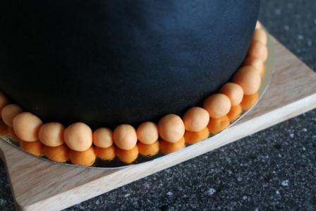 Ett pärlband runt minitårtan