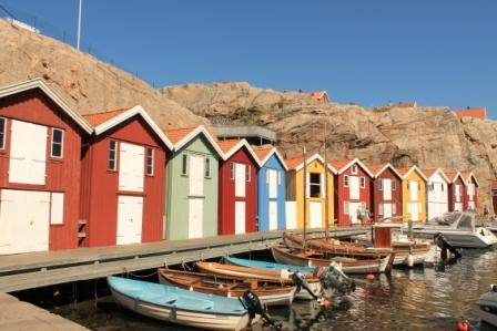 Färggranna sjöbodar
