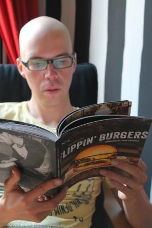 Peppe läser Flippin' Burgers