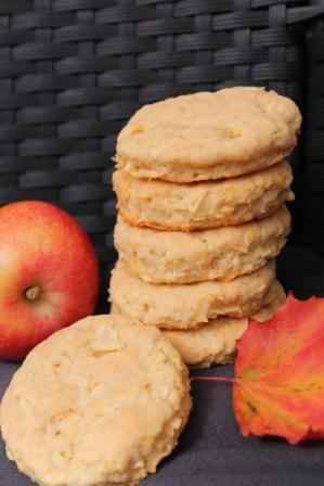 Höstliga scones med äpple i