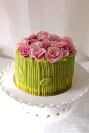 Grön och rosa marsipantårta