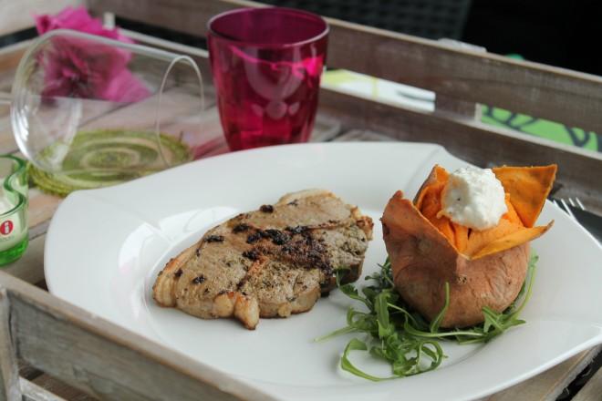 Lammkotlett med sötpotatis och fetaoströra