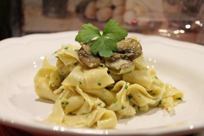 hemlagad pasta pappardelle kastanjechampinjoner tryffelolja vegetariskt