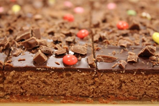baka med choklad i långpanna kärleksmums mockarutor