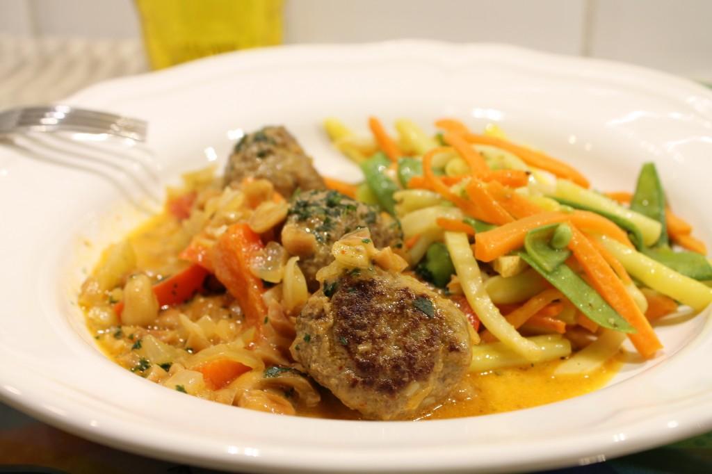 thaiköttbullar jordnötssås stekta grönsaker