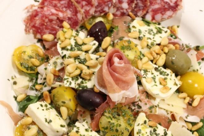 italiensk sallad parmaskinka tryffelsalami