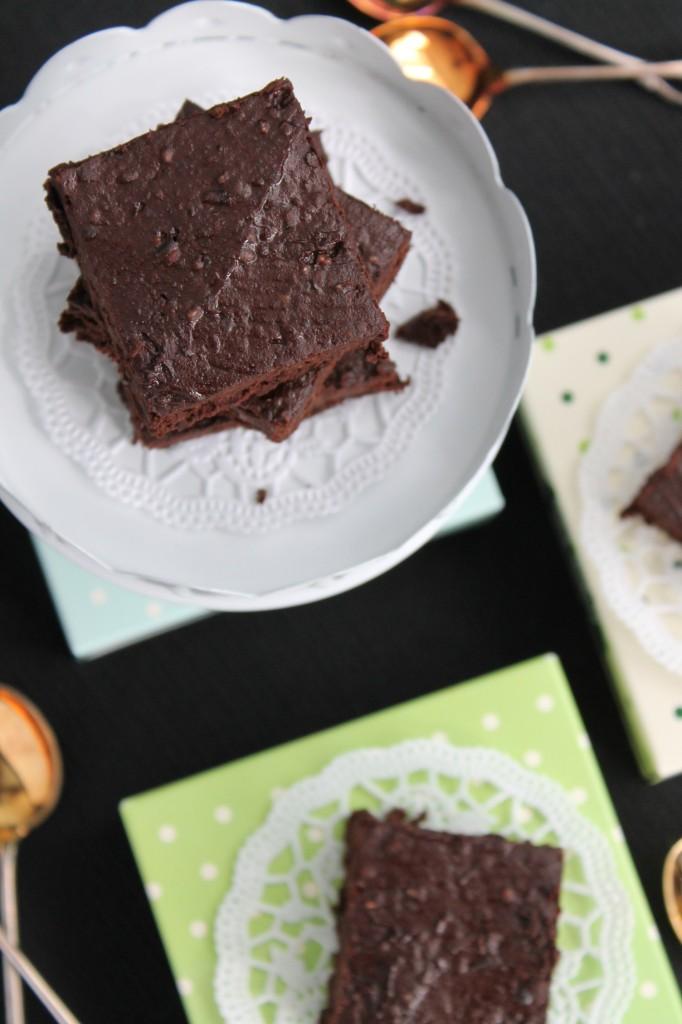brownie glutenfri svarta bönor chiafrön mörk choklad