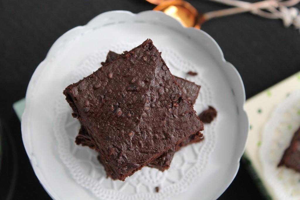 brownie svarta bönor chiafrön mörk choklad
