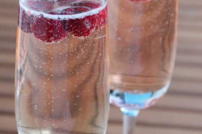 halloncocktail champagne bacardi razz välkomstdrink