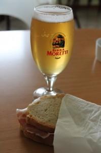 italienskt lantbröd prosciutto birra moretti