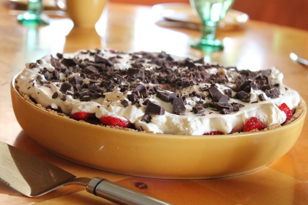 gubboffeepaj jordgubbar digestivebotten dulche de leche sommardessert efterrättspaj baka utan ugn