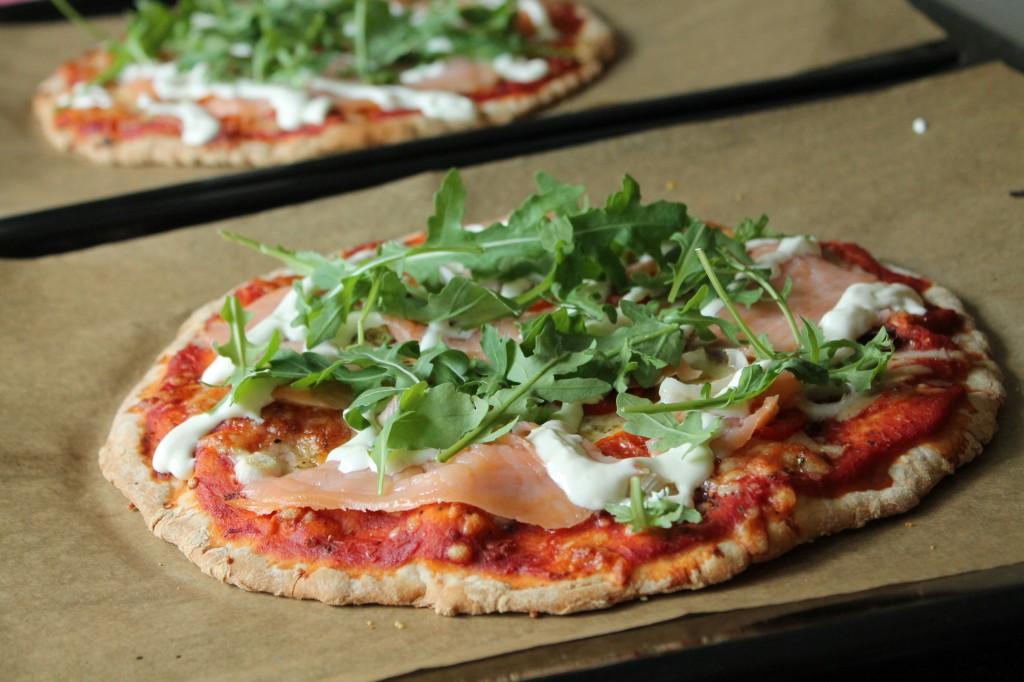 sjökaptenen pizza lyxpizza kallrökt lax pepparrotskräm ruccola