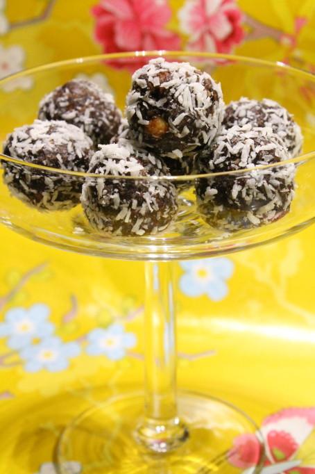 chokladbollar jordnötssmör kaffe
