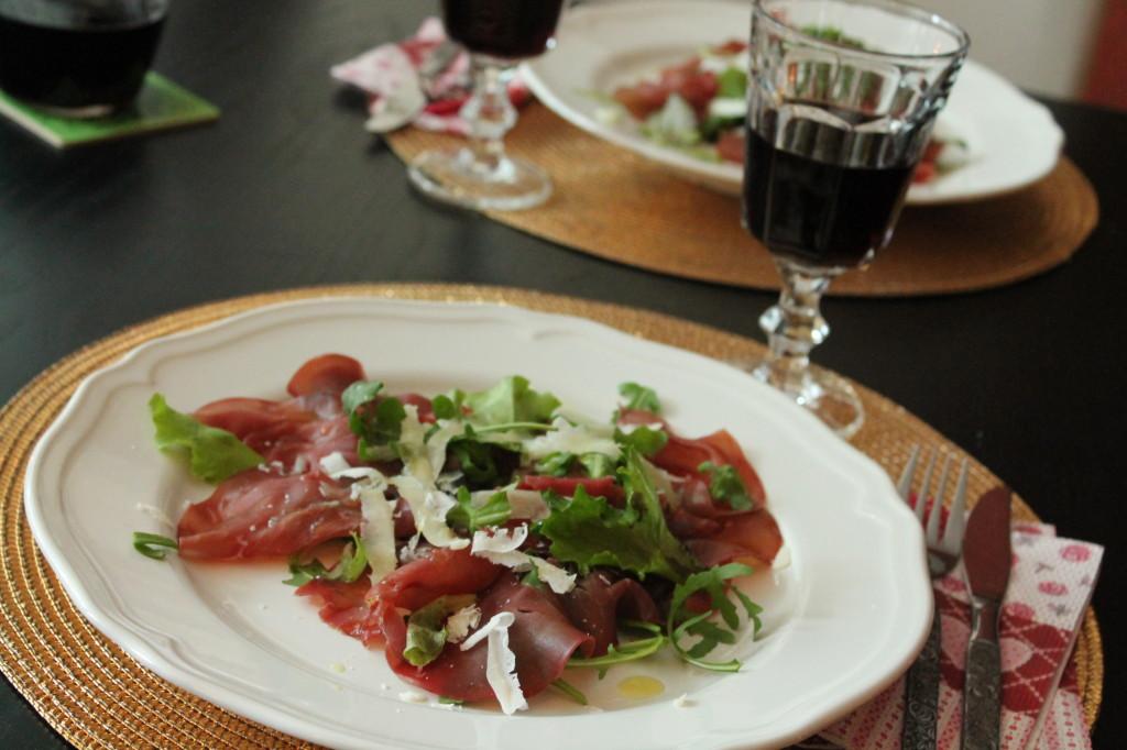 förrätt bresaola parmesanost olivolja sallad