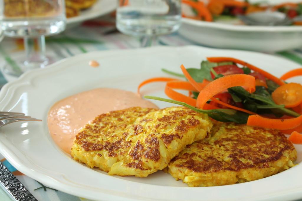 blomkålsplättar glutenfria vegetariska gurkmeja fiberhusk västerbottensost paprikasås