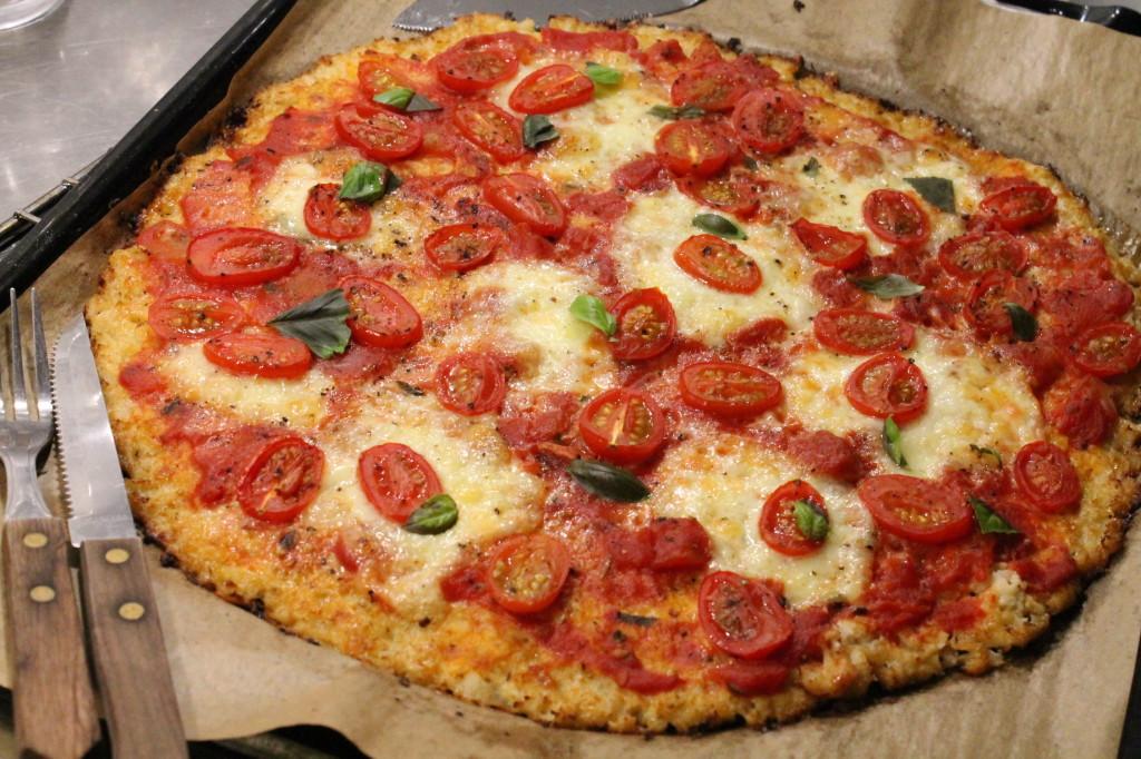 pizza vegetarisk glutenfri blomkålsbotten