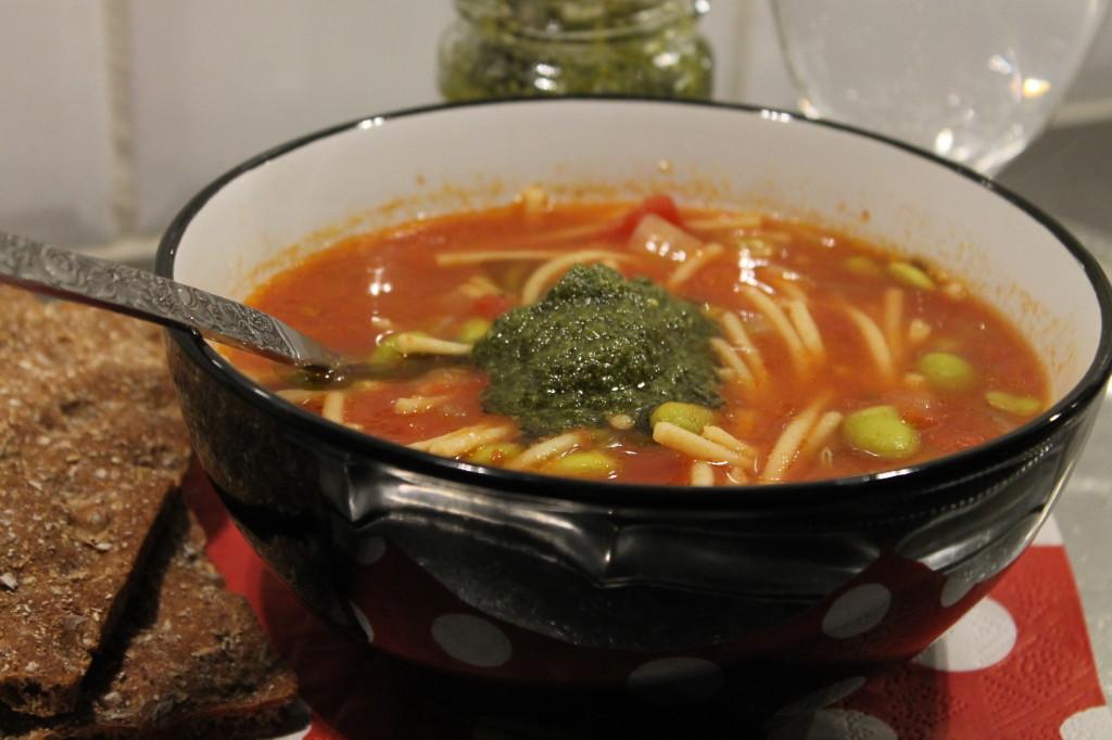 bondsoppa pesto edamamebönor vegetarisk