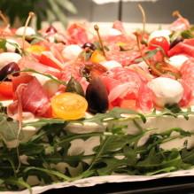 italiensk smörgåstårta kapris salami prosciutto oliver