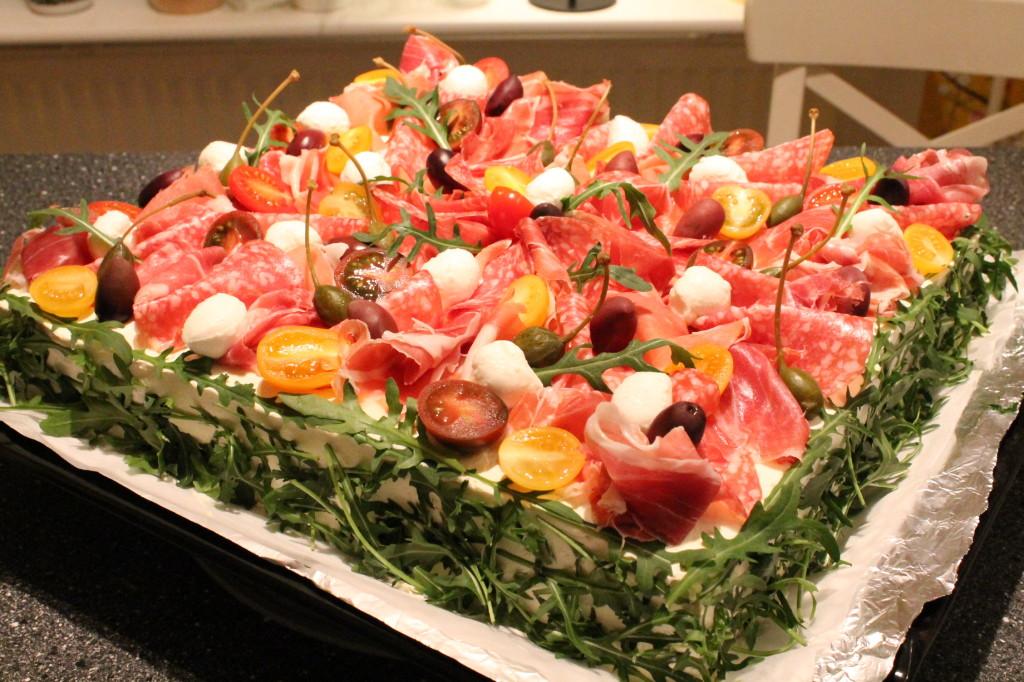italiensk smörgåstårta pesto salami prosciutto