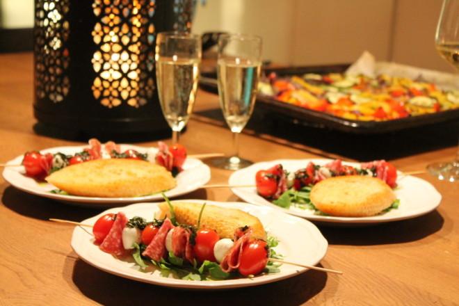 förrätt insalata caprese sallad grillspett