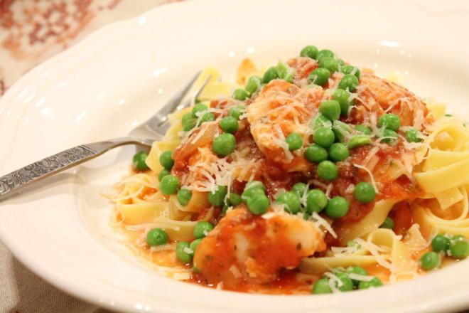 hoki vit fisk bolognese tomatsås gröna ärter pasta