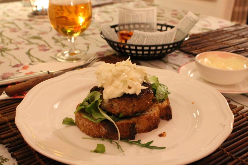 öppen burgare kalkonburgare kalkonfärs coleslaw ingefära helgmys