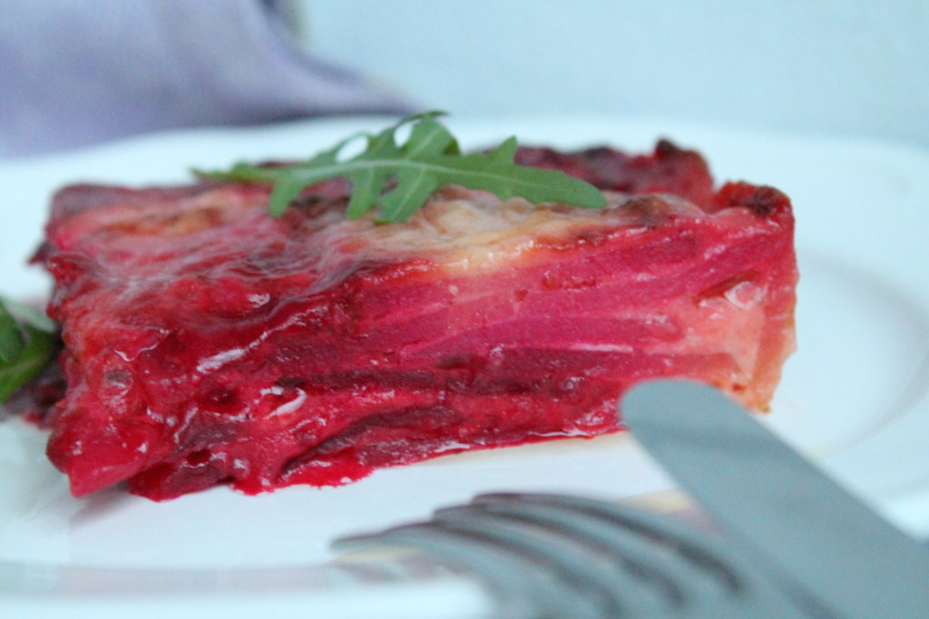 rödbetsgratäng chèvre getost potatis rosmarin bechamelsås