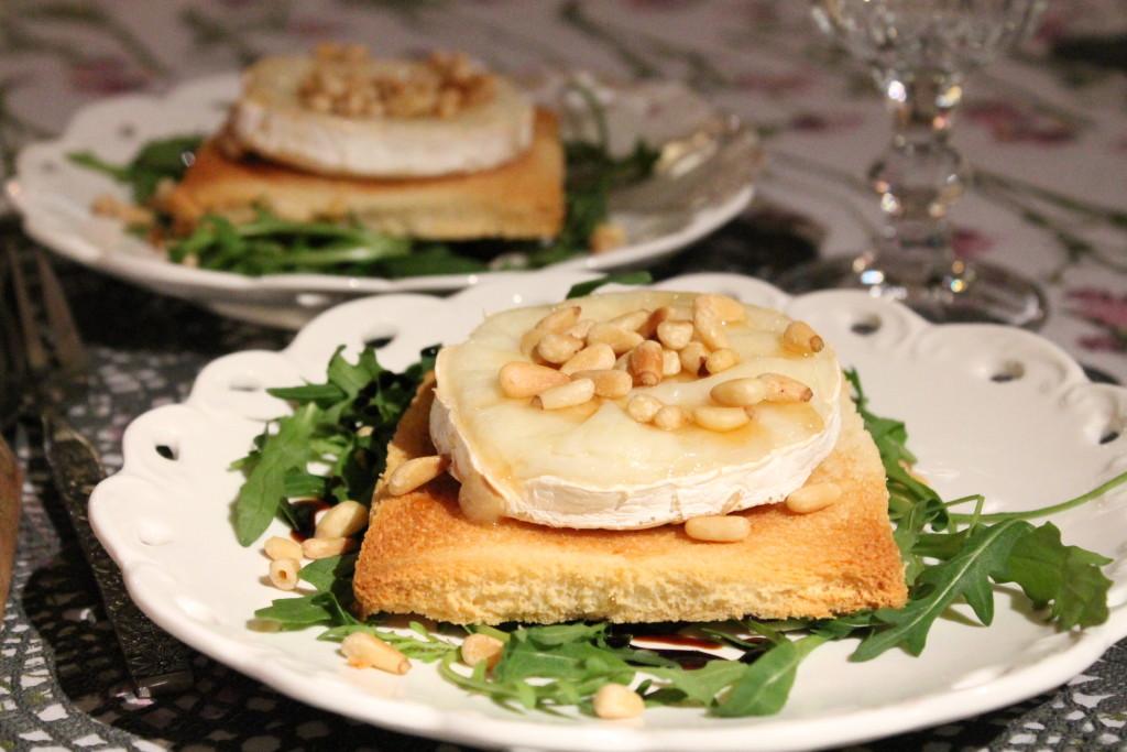 toast chèvre getost pinjenötter honung ruccola balsamico förrätt fredagsmys