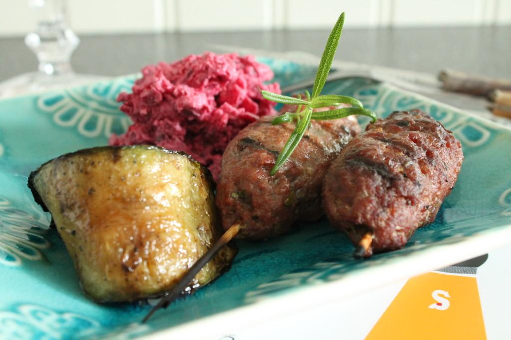 lammfärsspett grillade rosmarin vitlök rödbetsallad fetaost zucchini grillpremiär