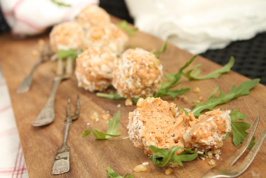 breadpops italien soltorkade tomater basilika parmesan prosciutto parmesan pinjenötter