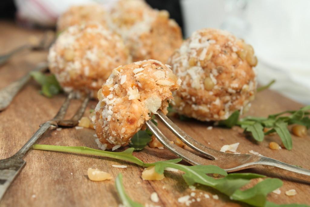 breadpops italien basilika drinktilltugg aptitretare prosciutto pinjenötter parmesan soltorkade tomater aptitretare munsbit