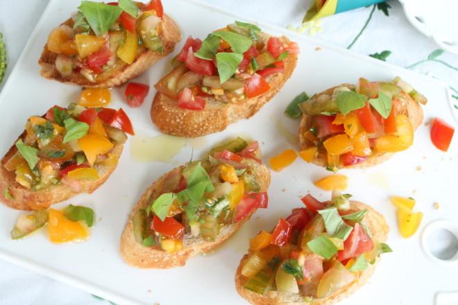 bruschetta lättlagat aptitretare baguette rostad vitlök tomat basilika olivolja