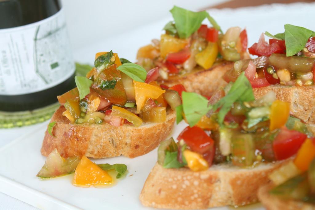 bruschetta rostad baguette tomat vitlök olivolja basilika sommarmat lättlagat