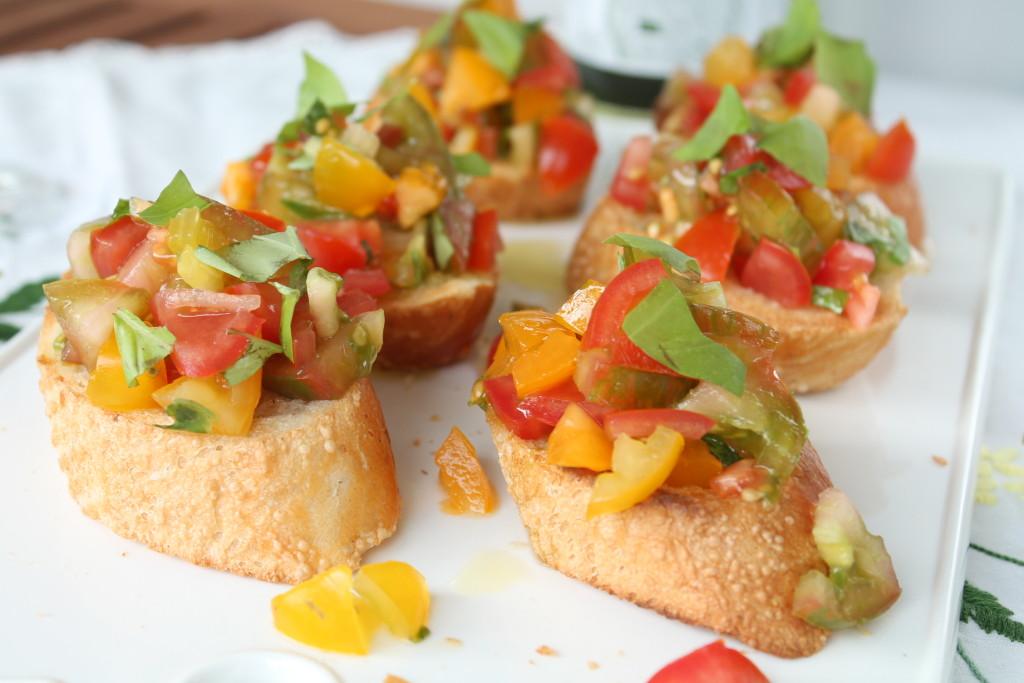 bruschetta sommarmat aptitretare tomat basilika vitlök olivolja lättlagat