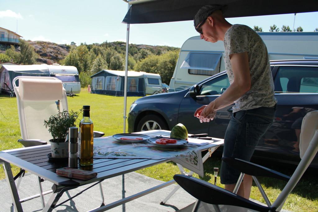 husvagnssemester matlagning utomhus