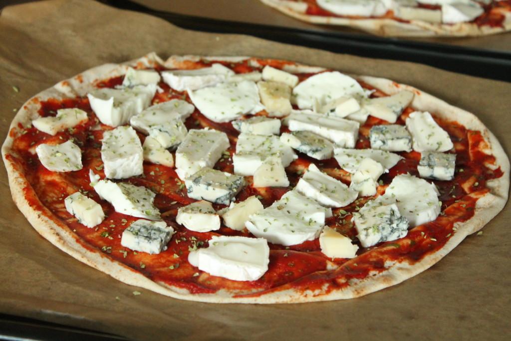 pizza libabröd fyra ostar quattro formaggi gorgonzola chèvre buffelmozzarella