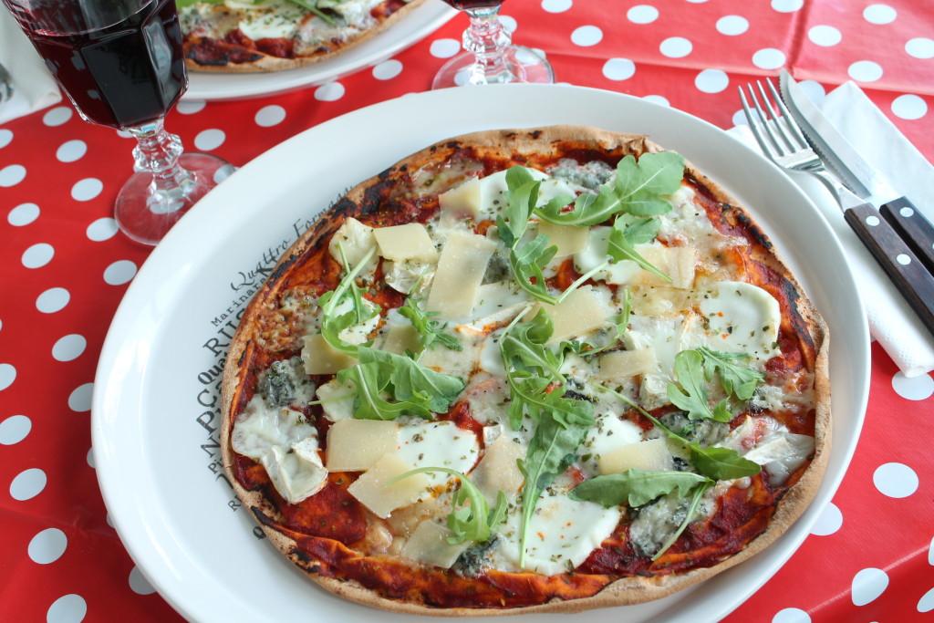 quattro formaggi fyra ostar pizza libabröd ruccola gorgonzola parmesan chèvre mozzarella