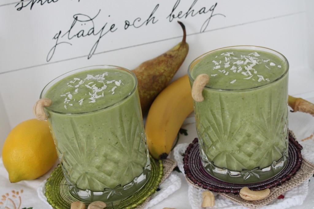 grön smoothie avokado spenat cashewmjölk cashewnötter kokosflingor