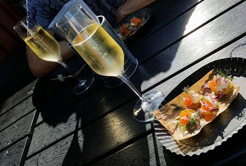 lördagsmys champagne löjromssnittar gustus gastrobar kungälv