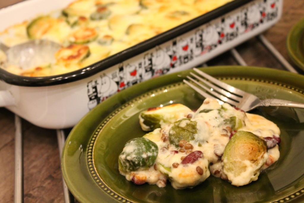 vegetarisk gratäng kidneybönor gröna linser brysselkål västerbottensost meatless monday