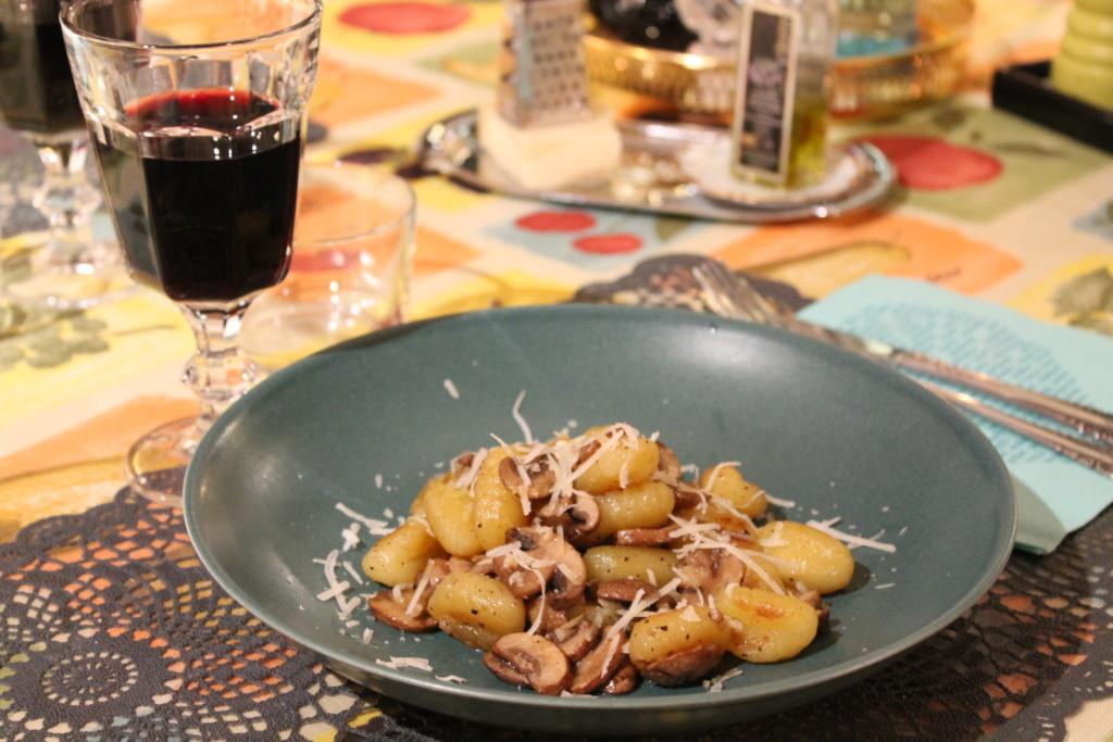 gnocchi vegetariskt vitlök kastanjechampinjoner vegetariskt fredagsmysmat tryffelolja parmesanost